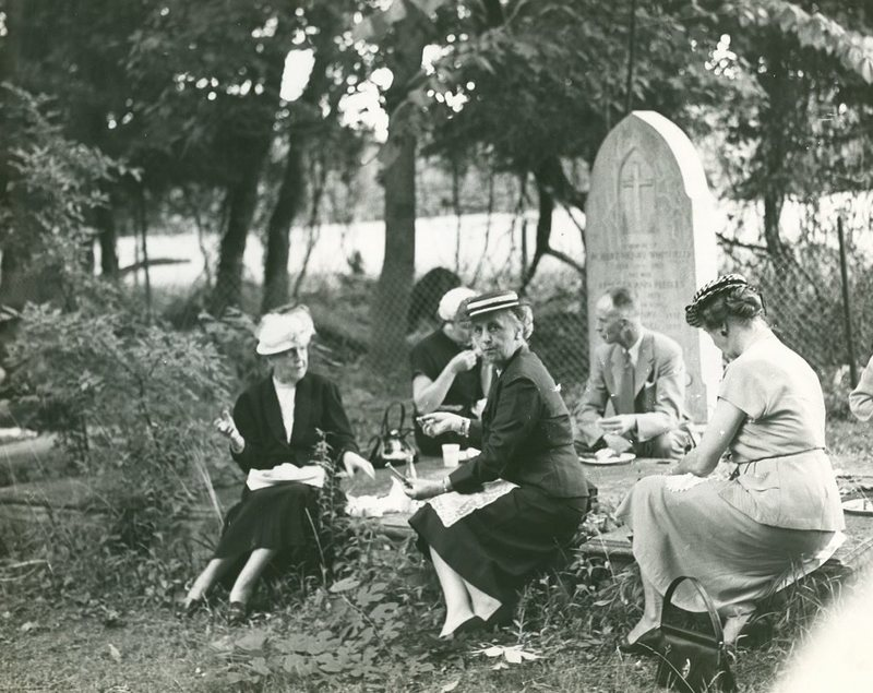 Remembering When Americans Picnicked in Cemeteries